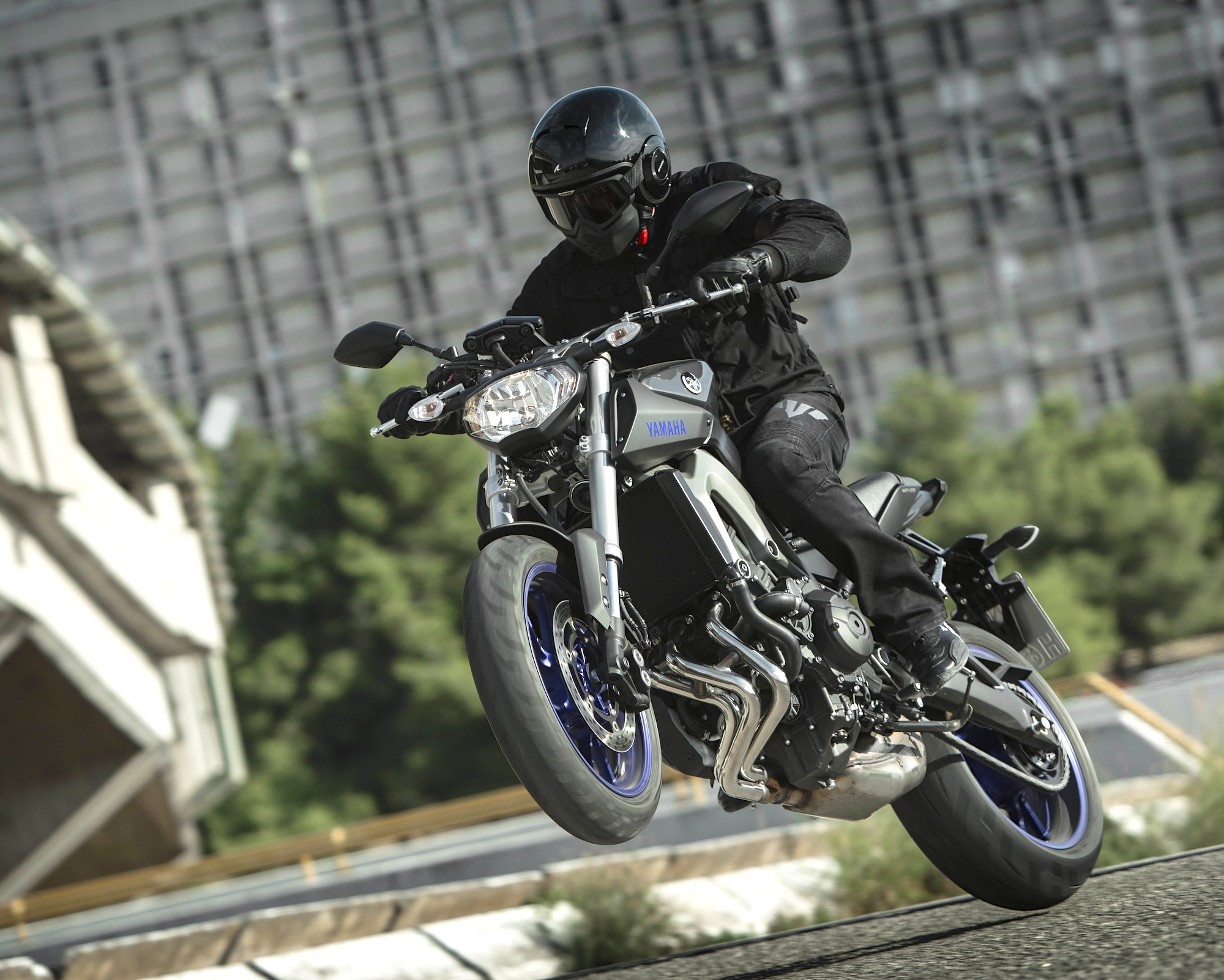 Yamaha MT09 Wheeling